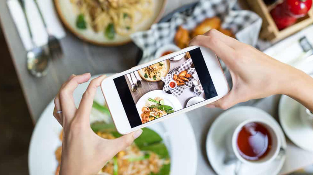 Marketing nhà hàng trên mạng xã hội